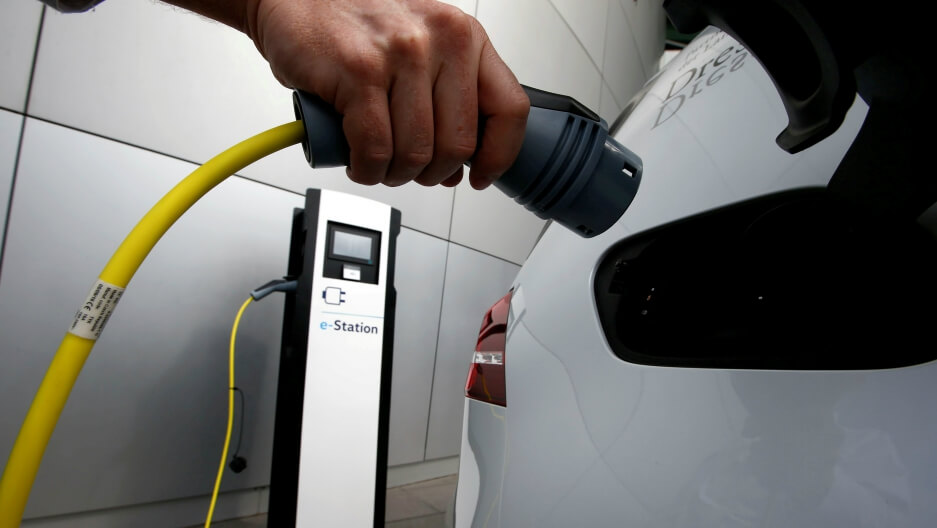 Canada's Quebec to Ban Gasoline Cars, Bets on EVs